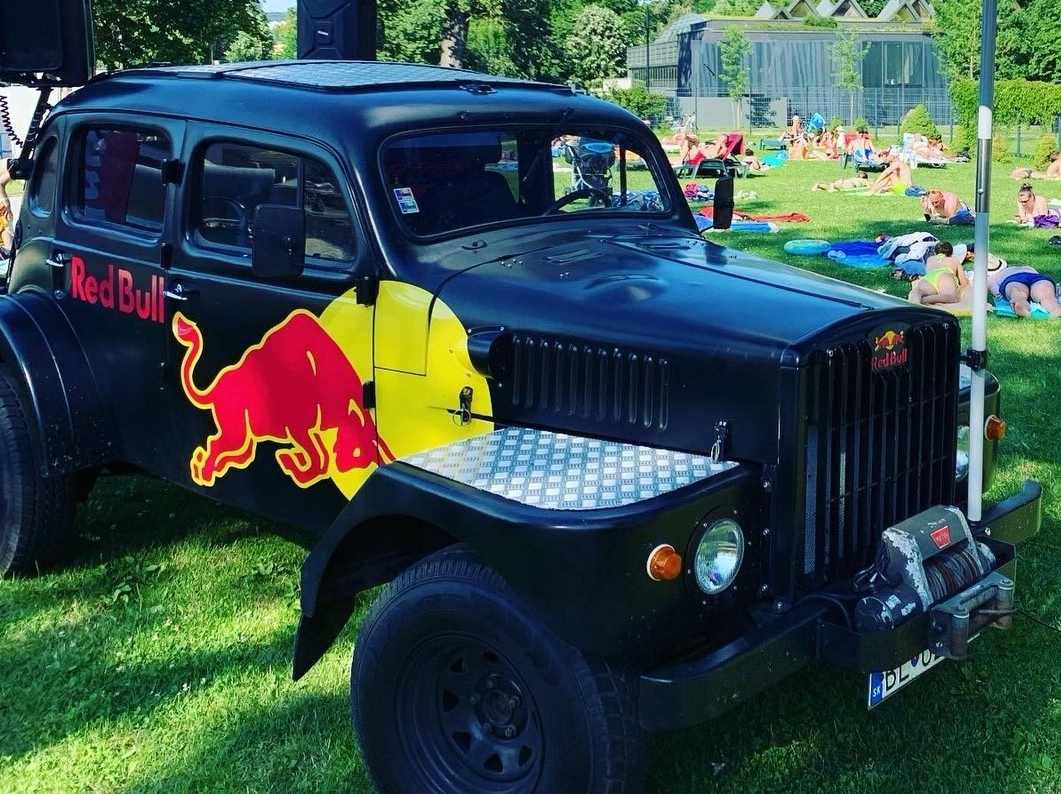 "RED BULL ""party auto"""